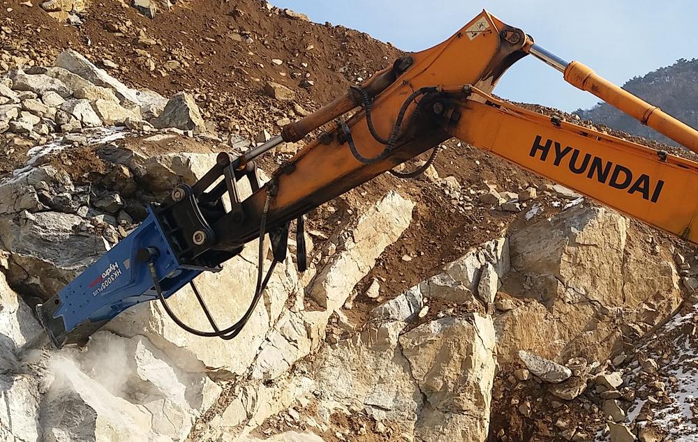 HydroRam HK300S Hydraulic Hammer on a Hyundai Excavator
